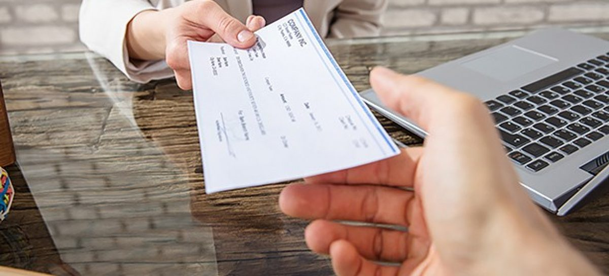 How Does the Check Cashing Works for Your Small Business?
